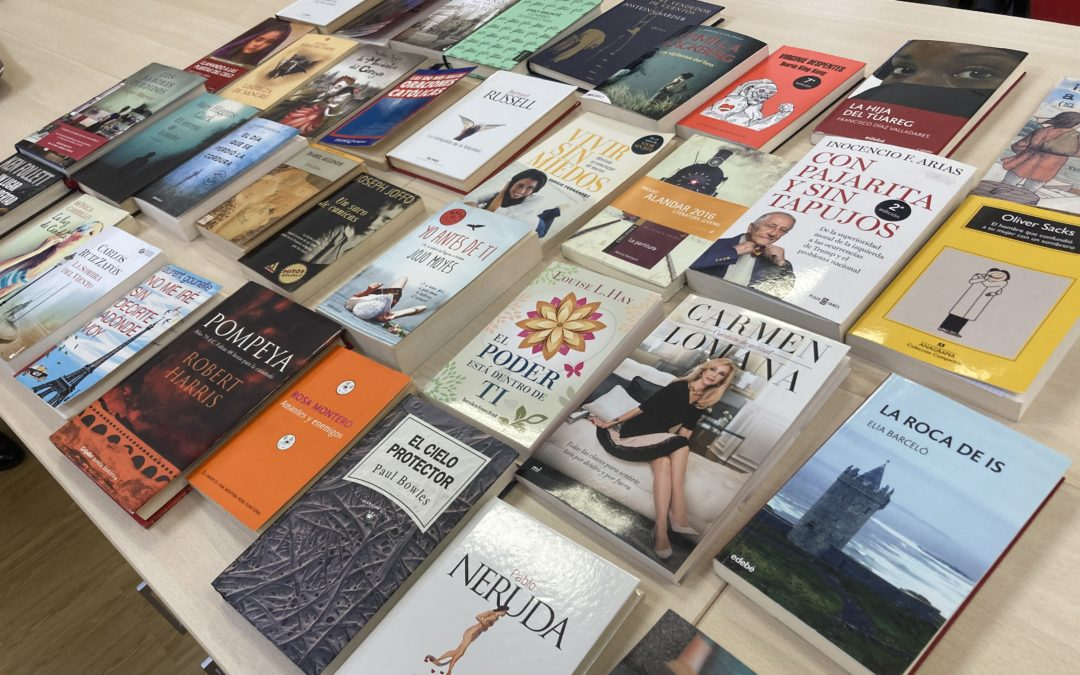 Los alumnos aportan libros para un proyecto dirigido a la población reclusa