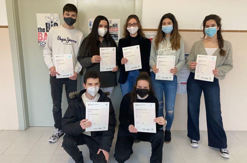 Nuestros alumnos reciben los certificados de Cambridge de los niveles First y Advanced